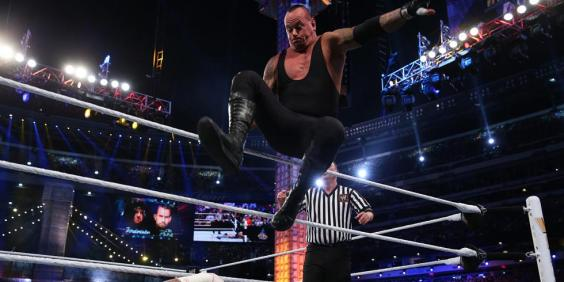 landscape_showbiz-wrestlemania-the-undertaker-cm-punk